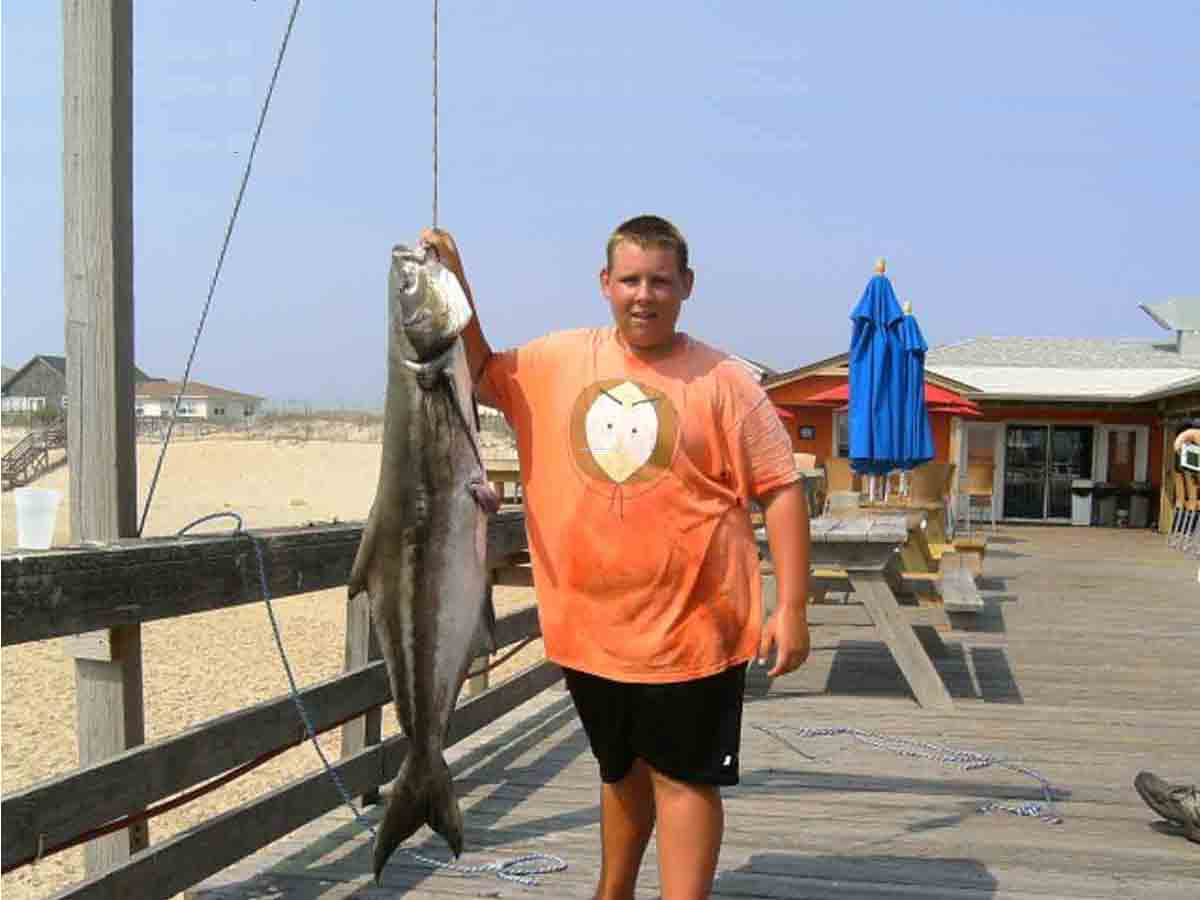 Outer banks fishing pier fishheads bar grill outer for Outer banks sound fishing