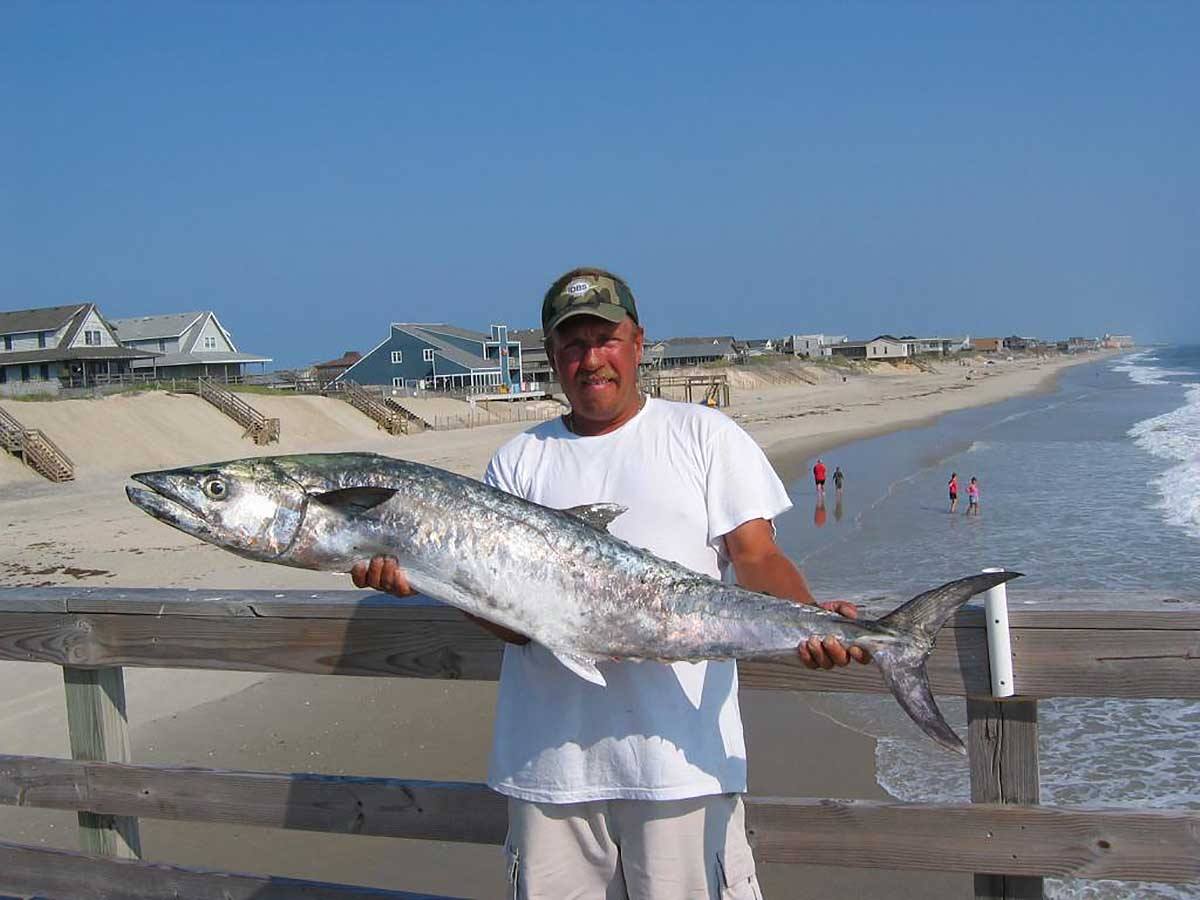 Outer banks fishing pier fishheads bar grill outer for Fishing outer banks nc